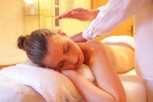 Centre La Fleur de Vie 95590 presles (Fotolia Massage femme-285587_1280)